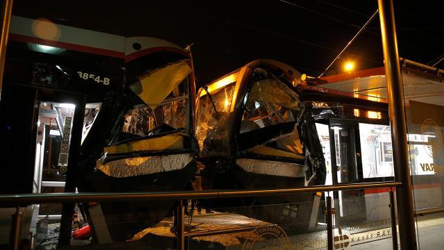 Kayseri'de iki tramvay çarpıştı: 2 yaralı