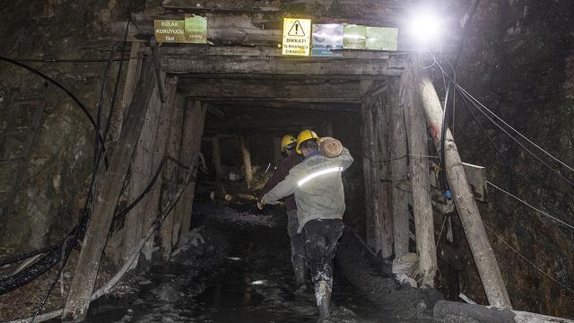 Göçük altında kalan maden işçisini arama çalışmaları devam ediyor