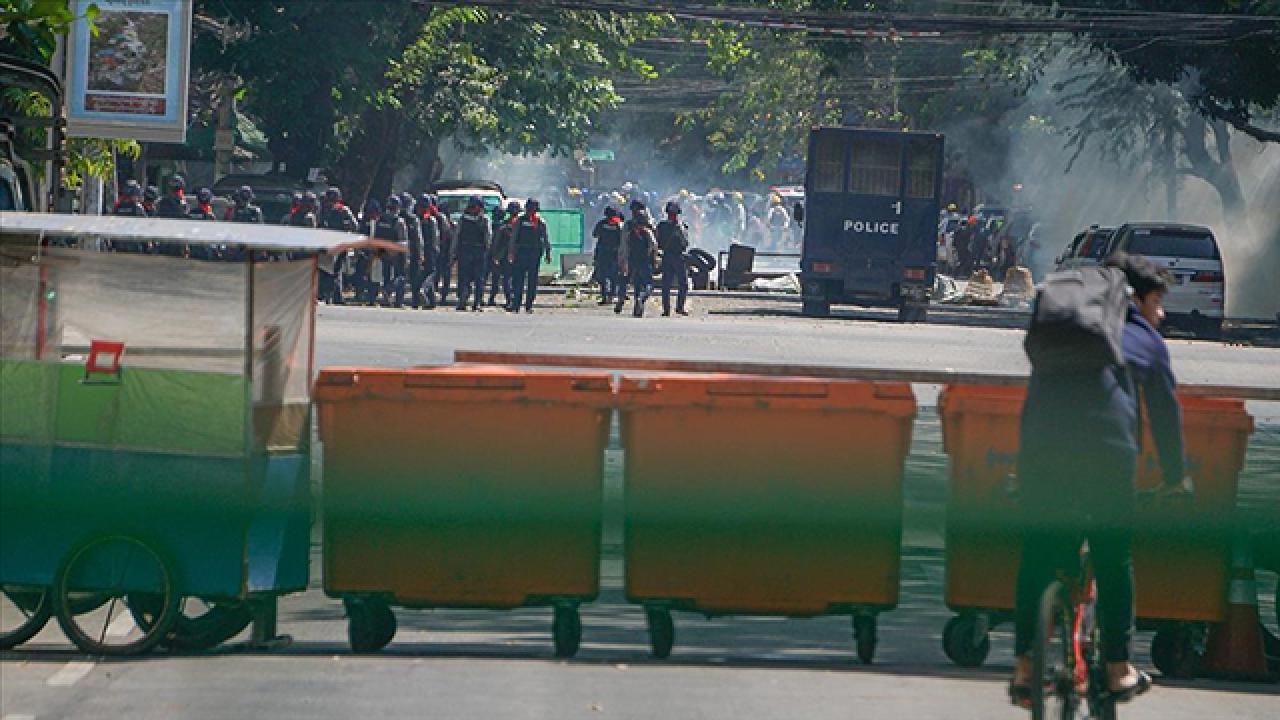 Myanmar'da darbeye karşı protestolar sürüyor