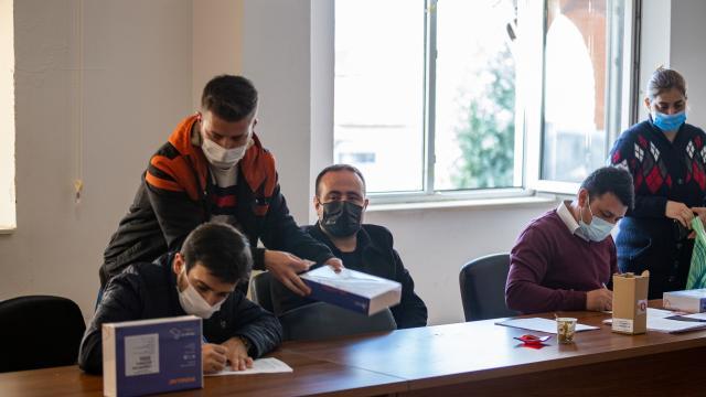 Milli Eğitim Bakanlığınca gönderilen tabletler Hatayda öğrencilere dağıtılıyor