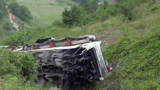 Bolivya'da otobüs uçuruma yuvarlandı: 21 kişi hayatını kaybetti