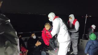 Lastik botta sürüklenen 23 sığınmacıyı Sahil Güvenlik kurtardı