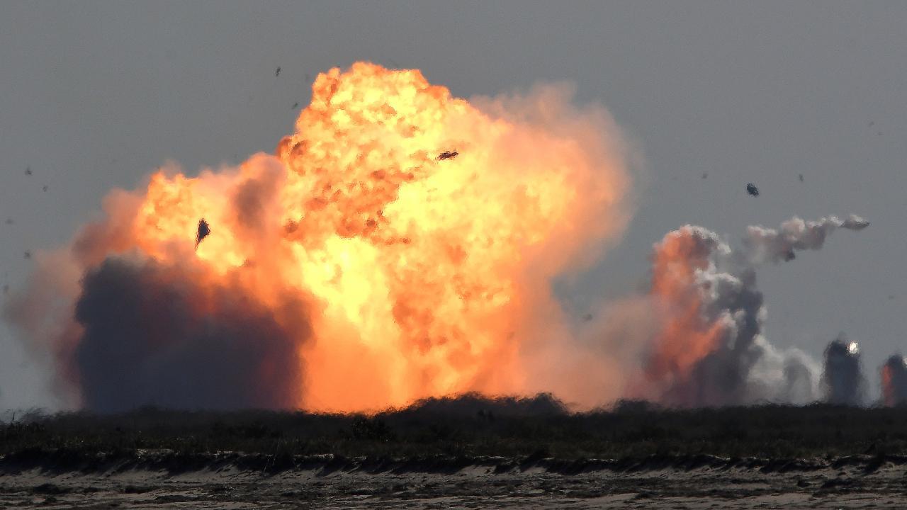 SpaceX'in aracı Starship, inişten sonra patladı
