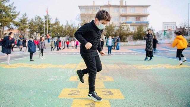 Milli Eğitim Bakanı Selçuk çocukların temassız oyununu paylaştı