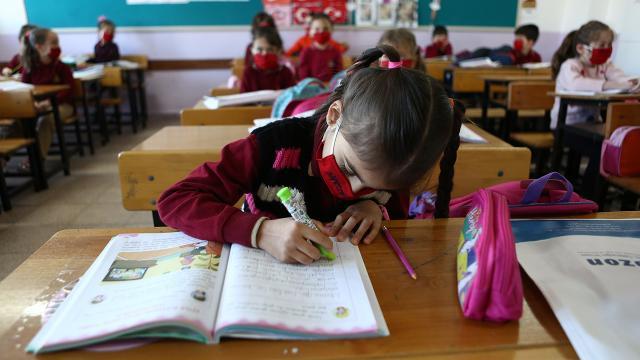 İlkokul ve ortaokullarda yüz yüze eğitimin detayları belirlendi