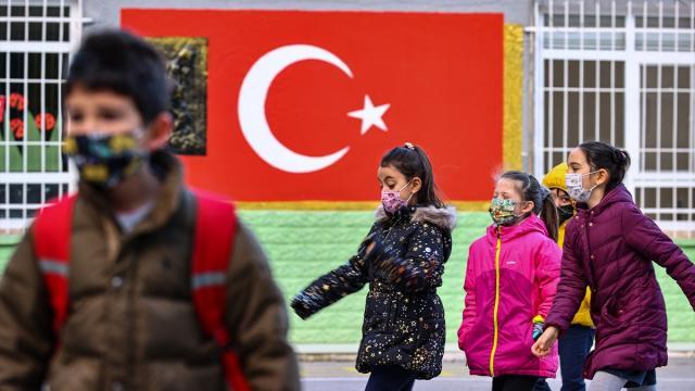 Kırşehirde Covid-19 vakası görülen iki okulda yüz yüze eğitime 14 gün ara verildi