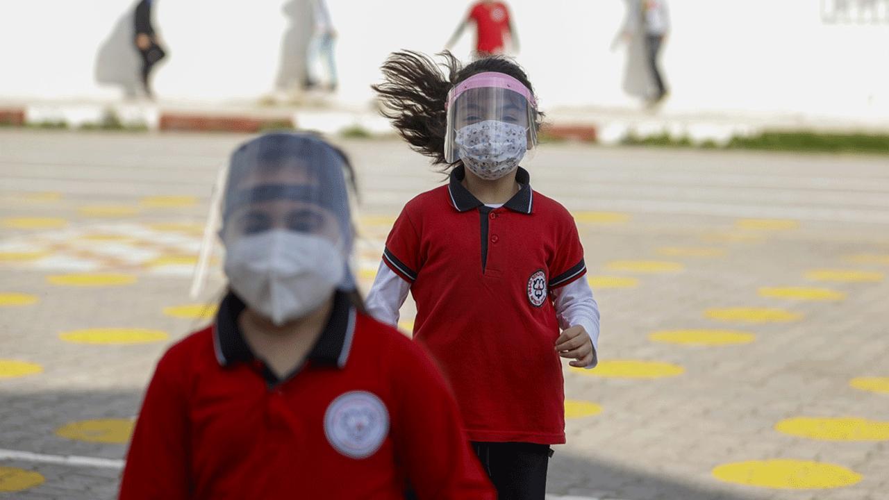 """""""Okula giden çocuklar evde kronik hastalığı olan büyüklerden uzak durmalı"""""""