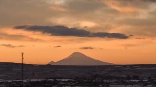 Ağrı Dağı'nın Kars'a yansıyan manzarası ilgi çekiyor