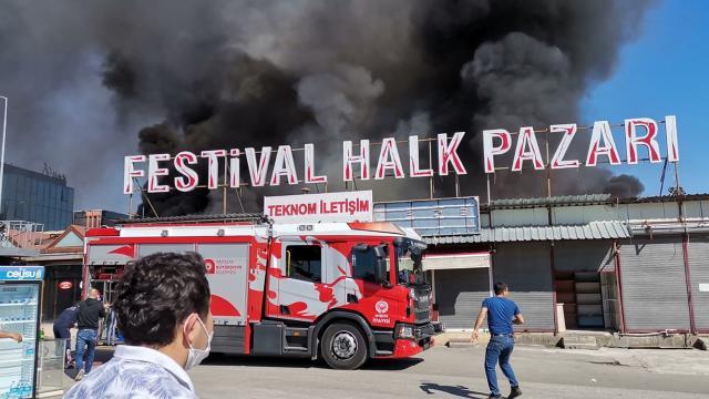 Antalya Festival Çarşısında yangın