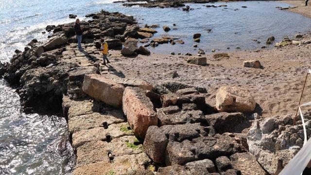 Deniz çekildi, 3000 yıllık antik kent limanı ortaya çıktı