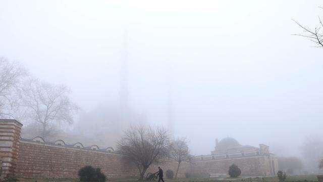 Edirnede yoğun sis: Selimiye Camii gözden kayboldu