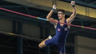 Milli atlet Ersu Şaşma'dan sırıkla atlamada tarihi final