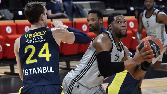 Fenerbahçe Fransadan galip dönüyor