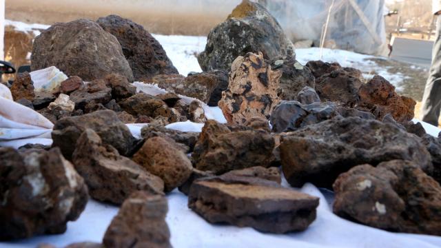 Tokatlı çoban arazide bulduğu gök taşlarına 200 bin dolar istiyor