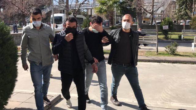 İzmirde ekmek arasına gizlenmiş uyuşturucu madde ele geçirildi