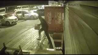 Hırsızlar bir gecede üç kez aynı markete girdi