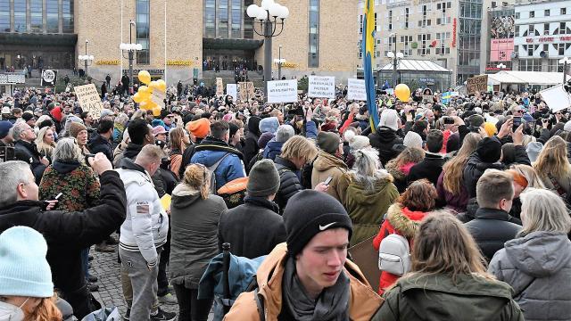 İsveçte kısıtlamalar protesto edildi