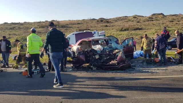 İzmirde zincirleme trafik kazası: 2 ölü, 4 yaralı