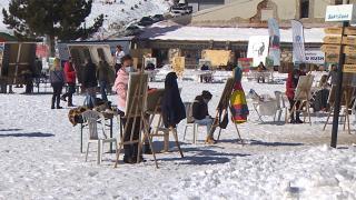 1850 rakımda kar üstünde resim yaptılar