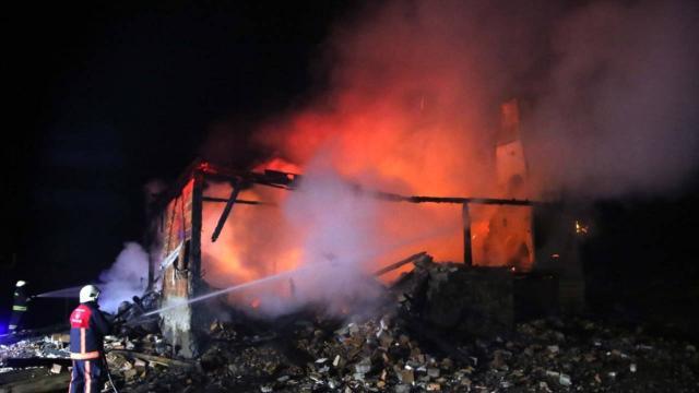 Kastamonuda yangın: Ev ve ahır kullanılamaz hale geldi