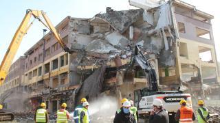Rize'de riskli binaların yıkımı başladı