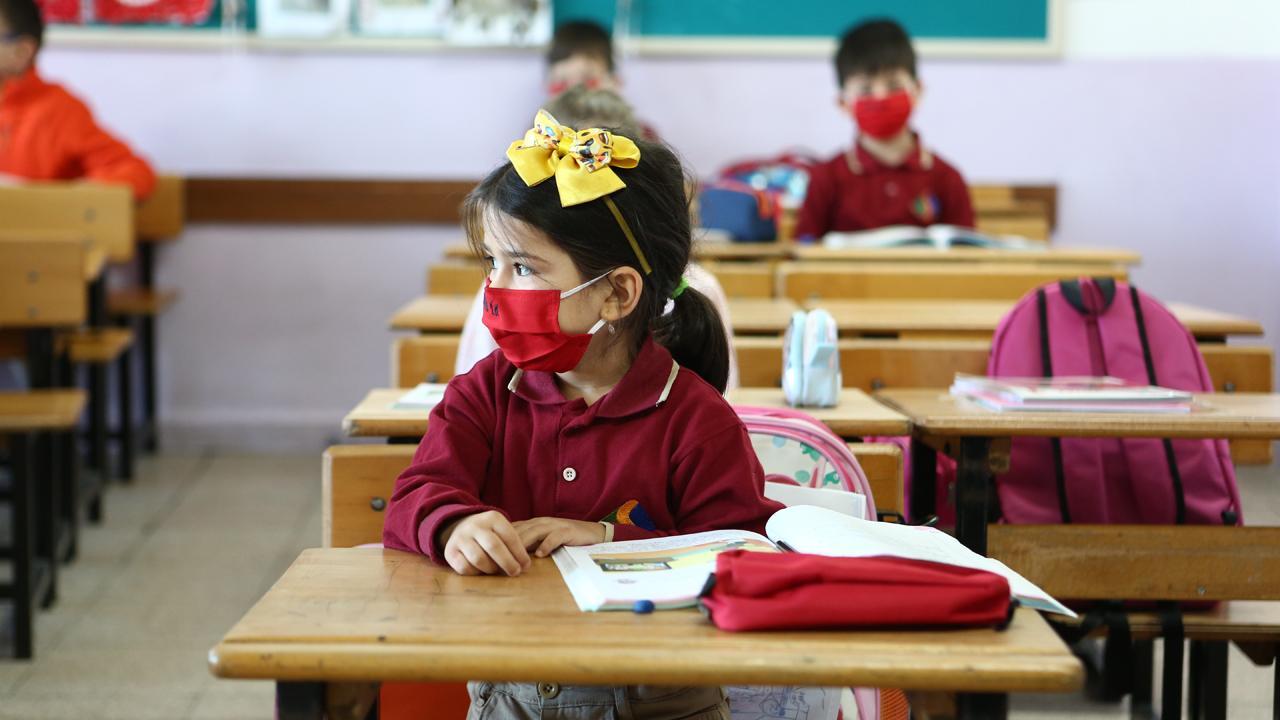 Vakalar arttı, ilçede okullar 10 gün tatil edildi
