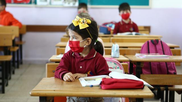 İneboluda Covid-19 nedeniyle 3 okulda eğitim öğretime 5 gün ara verildi