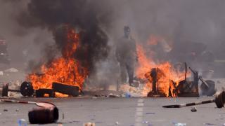 Senegal'de göstericiler sokakları ateşe verdi