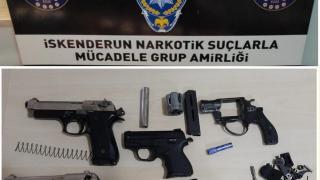 Hatay'da durdurulan araçtan 3 adet ruhsatsız tabanca ele geçirildi