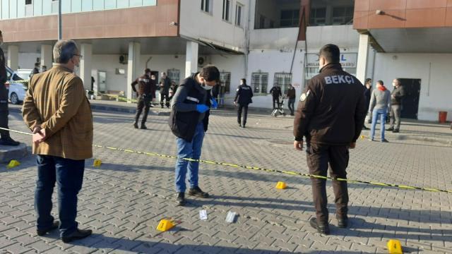 Zonguldakta hastane otoparkında çıkan silahlı kavgada iki güvenlik görevlisi yaralandı