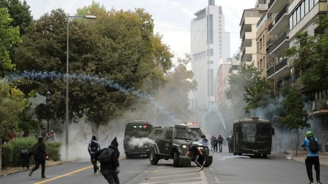 Şilide hükümet karşıtı gösterilerde 35 kişi gözaltına alındı