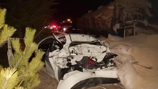 Eskişehirde kaza yapan aracı görünce duran otomobil ve tıra kamyon çarptı: 1 ölü, 2 yaralı
