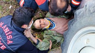 Traktörün altında kalan 81 yaşındaki sürücüyü itfaiye ekipleri kurtardı