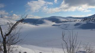 Üçoluk Göleti buz tuttu