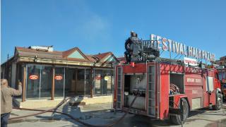 Antalya'da çarşıda yangın çıktı, 10 dükkan zarar gördü