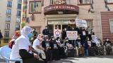 Diyarbakır annelerinden CHP'li Özel'e tepki: Anne babaların feryatlarını görmediniz