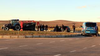 Elazığ'da otomobil traktör römorkuna çarptı: 4 yaralı