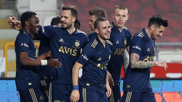 Fenerbahçe Konyada 3 golle kazandı