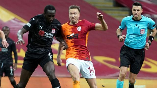 Galatasaray Sivasspora takıldı
