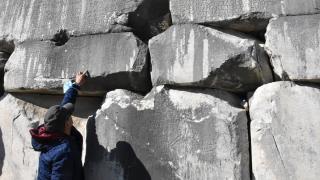 Stratonikeia Antik Kenti'nin 2 bin yıllık meclis duvarında yazıt dikkati çekiyor