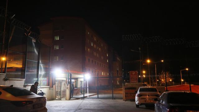 İzmirde göçmen geri gönderme merkezinde yangın