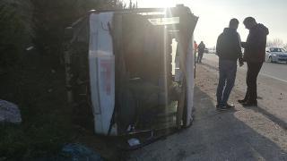 Bursa'da yolcu otobüsü su kanalına devrildi: 18 yaralı