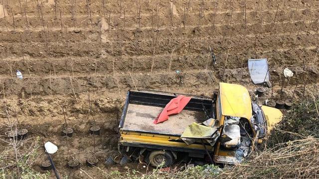İzmirde işçileri taşıyan kamyonet devrildi: 11 yaralı
