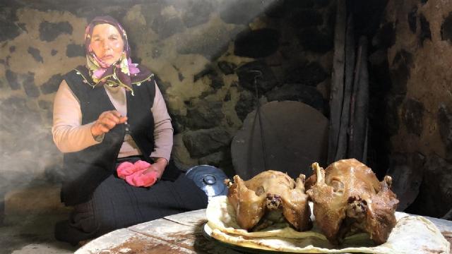 Karsın geleneksel lezzeti: Tandırda kaz