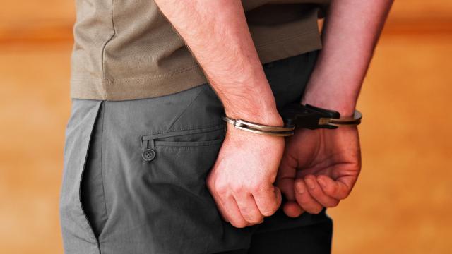 Manisada otomobilinde uyuşturucu bulunan şüpheli gözaltına alındı