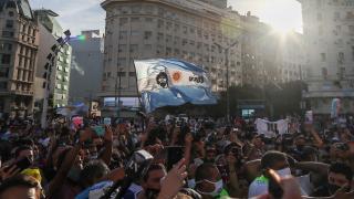 Sevenleri Maradona için meydanlarda