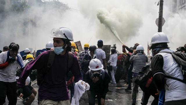 Myanmardaki protestolarda can kayıplarının sayısı artıyor