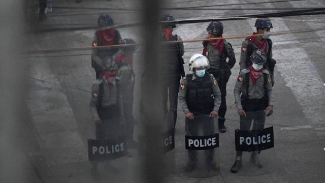 BBC muhabiri Myanmarda gözaltına alındı