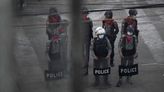 Myanmar'da polis karakoluna saldırı: 14 ölü