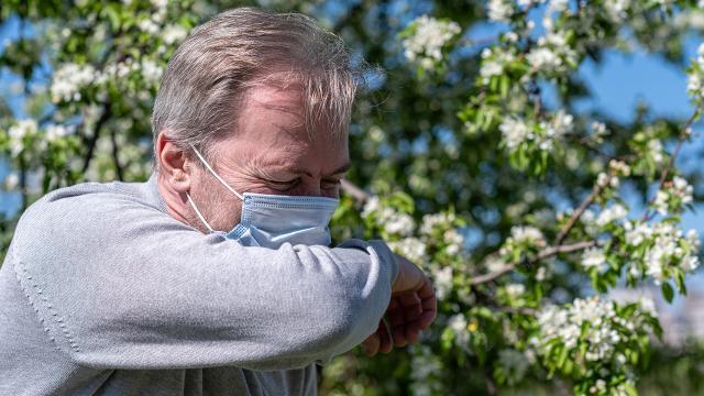Bahar alerjisi COVID-19dan hangi yönleriyle ayrılıyor?